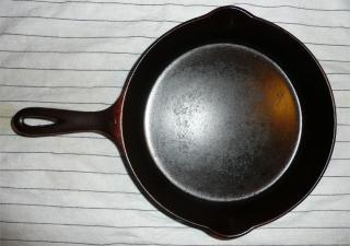 Griswold #7 cast iron skillet, large logo